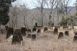 Tent graves on Stout Mountain in Rockwood